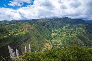 ウトゥクバンバ渓谷上流地域の景観(ペルー)